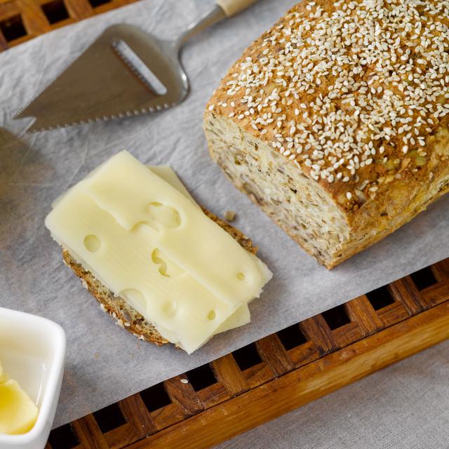 Ost- og nøttebrød av Fiberbrød